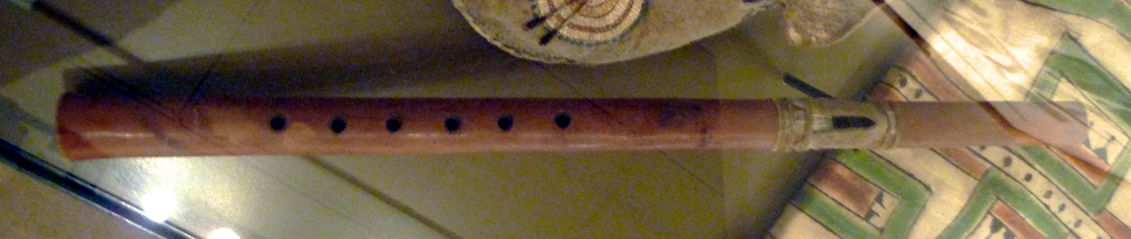 Detailed image of the Màndeh-Pàhchu flute, by Clint Goss