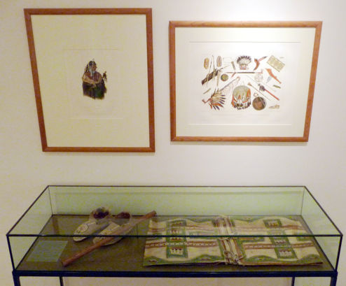 Display case with the Màndeh-Pàhchu flute. Clint Goss photo.